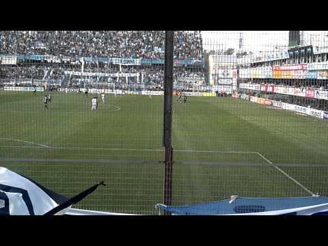 """indios kilmes... la banda siempre va estar♪♫♫♪♪"" Barra: Indios Kilmes • Club: Quilmes"