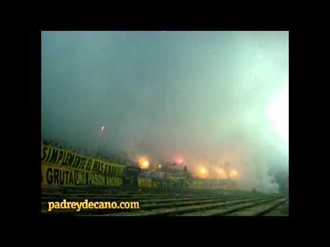 """""""Recibimiento Hinchada de Peñarol vs. U. de Chile - Copa Libertadores 2012 - Desde el Talud"""" Barra: Barra Amsterdam • Club: Peñarol"""
