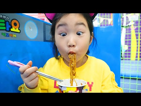 Boram in Fun Pretend Play Story with Kitchen Toys Set