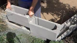 Ztracené bednění - stavba zdi (od základů po stříšku a omítku)