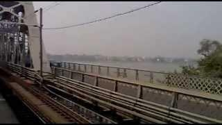 preview picture of video 'KOAA-JAT Express crossing Vivekananda Setu(Rail Come Road Bridge)...!!!'