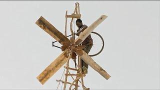 【安哥】13岁男孩辍学回家,拆了他爸爸自行车,发明了风力发电机拯救全村!