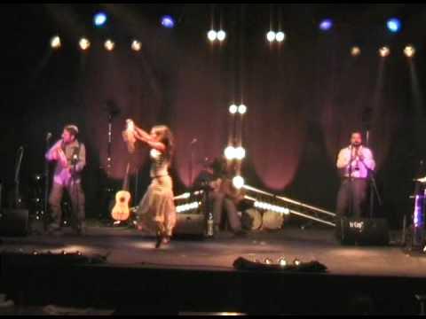 Aurelia danse au festival musique du monde avec telamure
