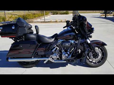 2010 Harley-Davidson® CVO™ Ultra Classic® Electra Glide® FLHTCUSE5