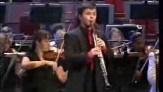 Julian Bliss plays Mozart clarinet concerto I.Allegro (pt 1)