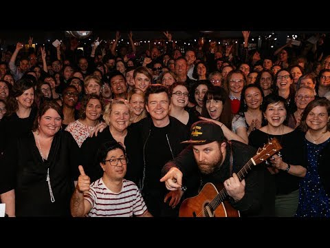 "Rick Astley sings ""Never Gonna Give You Up"" in a small Toronto bar with a giant choir"