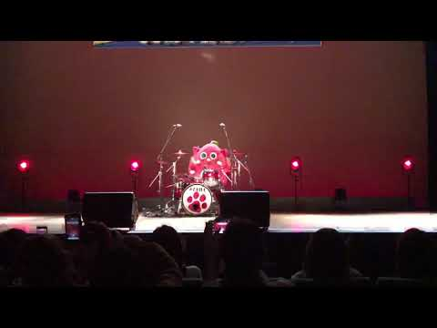 Japanese cat mascot drums to Slayer