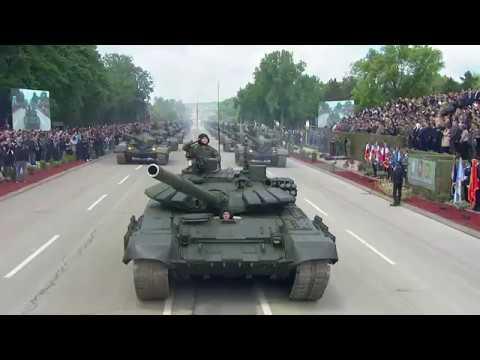 """На приказу способности војске и полиције у Нишу """"Одбрана слободе"""" учествовало 4.000 војника и полицајаца, 300 возила и 40 летелица. Дефиловали су пешадијски, моторизовани и ваздухопловни ешалони. Највећу пажњу публике привукли су…"""