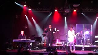 "Franco Battiato chante ""Shock in my town"" en plein Manhattan"