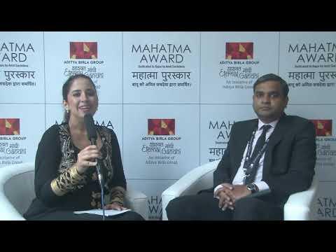 Sriram Haridass, Representative India & Country Director Bhutan a.i. UNFPA on receiving the Mahatma Award 2021