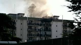 Bari, incendio a Japigia: in fiamme un appartamento di via Troisi. Donna salvata dai Vigili del Fuoco - VIDEO
