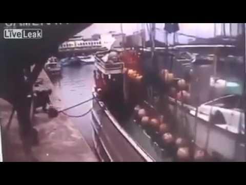 台灣油船疑似氣體洩漏,瞬間引發爆炸 !