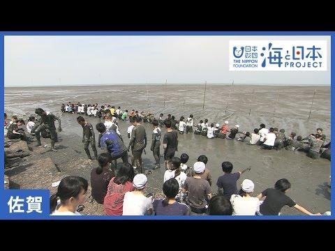 干潟で泥まみれのJCが、テンション上がりまくりで胸元がw!