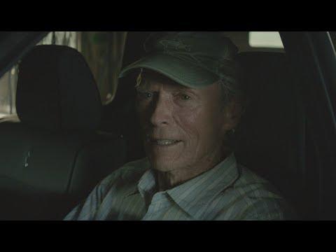 Bejaarde Clint Eastwood krijgt suf baantje maar ontpopt zich als drugskoerier
