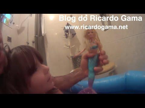 Papai Levado 2 Barbie Sereia das Pérolas Peppa Pig piscina tone no banheiro e filhos fazendo bagunça
