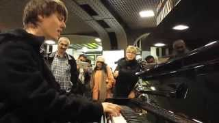 Awesome Piano Improvisation in Train Station Brussels
