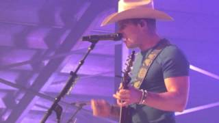 Dustin Lynch 'Dancing in the Headlights,' 'Sittin' Pretty' and new song 'Mind Reader'