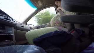 Женщина рожает в машине по дороге в больницу