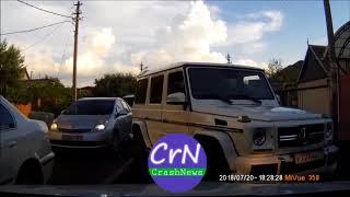 https://crashnews.org | В Краснодаре ехавшие по встречке Гелики нарвались на упертого водителя