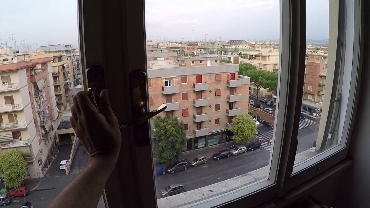 Room for rent in 2-bedroom apartment with balcony in Centocelle area