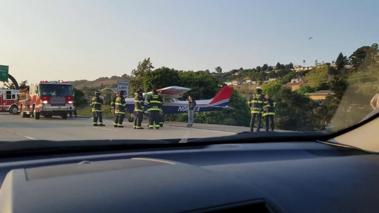 Вынужденная посадка самолета на шоссе