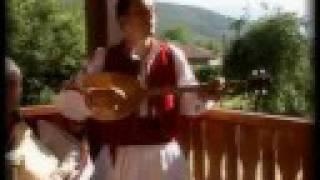 Slusham kaj shumat shumite - Macedonian Folk Song