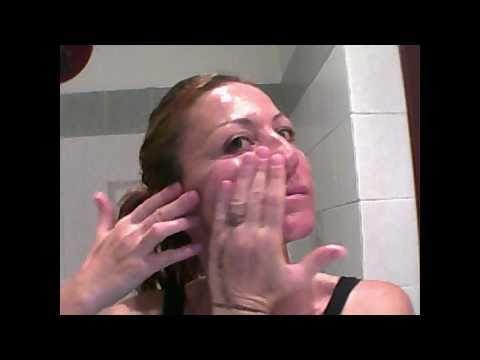 Guardi imballano la pelle grossa di un aloe