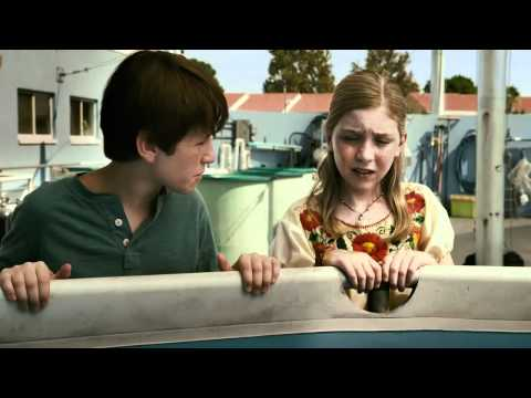 Dolphin Tale 2 (Clip 'Is There Something Under There?')