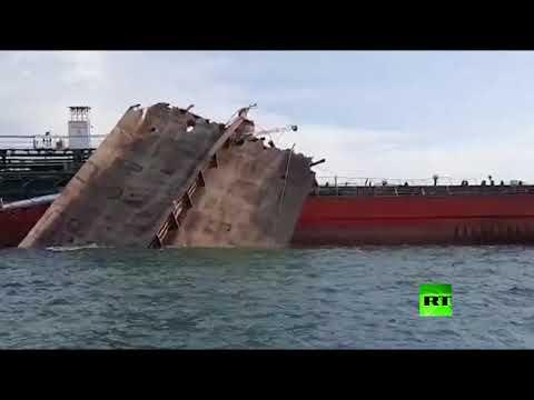 العرب اليوم - شاهد: لقطات من انفجار ناقلة النفط الروسية