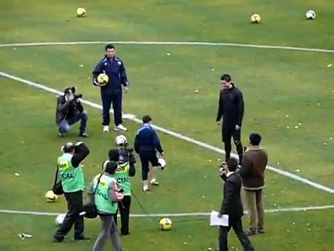 Ronaldo so tài với Fan nhí cực chất