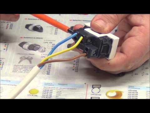 Come comandare una presa con un interruttore bipolare - Pillola N.16 Materiale Elettrico