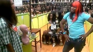 Nicki minaj and Ashanti sing and fights