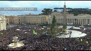 Francis at the Angelus: Jesus does not let logistical problems stop him