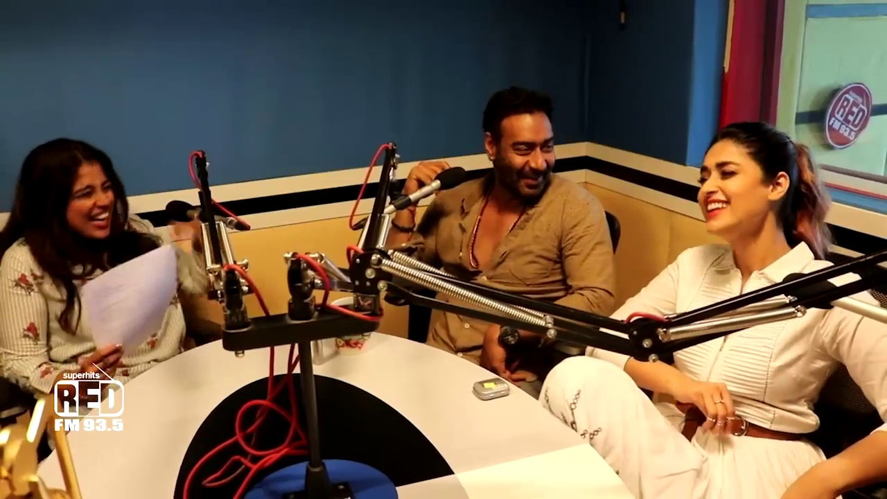 Malishka messing around with Ajay Devgan & Ileana D'Cruz | Raid Movie