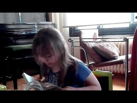 Ver vídeoSara disfruta mucho leyendo cuentos