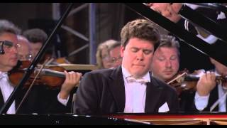 Denis Matsuev (p) & Yuri Temirkanov (cond.)   St. Petersburg Philharmonic: Rachmaninov Concerto No.2