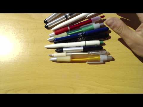 Probando bolígrafos publicitarios