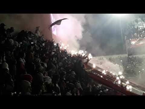 """""""Hinchada de San Martin De Tucuman alentando a pesar de ir 3 a 0 abajo !"""" Barra: La Banda del Camion • Club: San Martín de Tucumán"""