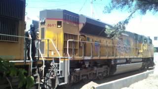 preview picture of video 'UP 8697, 4274 and 6488 cruzando la linea (Nogales, Sonora) Part 1.'