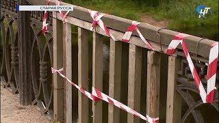 В Старой Руссе местные жители обеспокоены состоянием ограждения Соборного моста