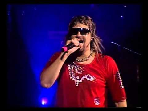 Los Auténticos Decadentes video Pochi peluca - Teatro Coliseo 2006