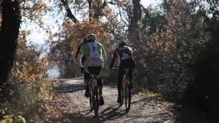 preview picture of video 'Linus (Radio DeeJay) in mountain bike nella Valle del Marecchia, un downhill estremo!!!'