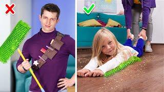 Subscríbete aquí: https://www.youtube.com/channel/UCu6oyJJ6PlkeNNv6n26ZNyA?sub_confirmation=1 ¡Princesas De Disney En La Escuela! / 10 Divertidos y Prácticos Útiles Escolares: https://youtu.be/QS0nVmuxMG8?list=PL-ElN5BvE0zjyOsWP9I9sY0JoXhLuz9Od ¿Cuidar niños es difícil? ¡Ya no! ¡Mira nuestro nuevo video y descubrirás lo fácil y sencillo que es hacer frente a las responsabilidades de los niñeros!  Suministros y herramientas: • Pasta de dientes para niños • Pistola de silicona • Arcilla  • Pintura acrílica • Cuchillo multiuso • Cepillo de dientes • Esmalte acrílico • Resorte de bolígrafos • Campanas pequeñas • Camiseta de niño • Trapeadores • Pegamento para tela • Toalla vieja • Calcetines • Plantillas  • Patas de pollo • Sal • Pimiento • Ajo • Papel de aluminio • Miel • Salsa de soja • Salsa de granada • Hojas de lechuga • Semillas de sésamo • Manta vieja • Aguja e hilo • Cordón • Cinturón de cuero grueso • Cuero de imitación • Botones • Huevos • Salchichas • Pimienta • Queso • Pasta • Colorante alimenticio • Cartón • Cinta • Papel decorativo • Cartón de colores • Caja de regalo • Spray colorante para el cabello • Pasteles para el cabello • Tatuajes temporales • Pegatinas para cara y uñas • Cuentas • Diamantes de imitación • Brillantina • Bolígrafos con pintura facial  Mira más videos  Troom Troom: Videos Populares: ¡18 BROMAS GRACIOSAS! ¡GUERRA DE BROMAS!  https://youtu.be/1EShPVyAcCY 12 BROMAS PARA EL REGRESO A CLASES: https://youtu.be/4ywelFFYXCU ¡MAQUILLAJES COMESTIBLES! 11 TRUCOS PARA TROLLEAR A TUS AMIGOS: https://youtu.be/bZs2LFSHVuM 11 IDEAS Y MANUALIDADES PARA DECORAR: https://youtu.be/XGvDdXOHKtI 8 TRUCOS QUE PUEDES HACER CON LA PISTOLA DE SILICONA PARA MANUALIDADES: https://youtu.be/QkTlnTuG09M  Lista de reproducción más populares: Bromas graciosas: https://www.youtube.com/playlist?list=PL-ElN5BvE0zjOBGB_pf2PZuE5RQ8p2FW5 LIFE HACKS / Trucos Para La Vida: https://www.youtube.com/playlist?list=PL-ElN5BvE0zhfjhUlxfaR3AFDpbxY8_Zy Regreso a Clases: https://www.