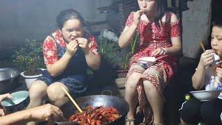 苗大姐7斤龙虾一锅煮,吃得太饱,凳子都坐烂了