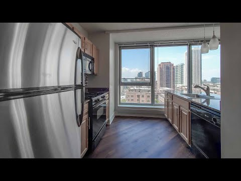 A sunny one-bedroom AA05 near River North and the West Loop at Left Bank