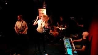 Video Inversion - Mazlení (live)