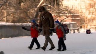 Эксперимент: как детей уводят со школьного двора