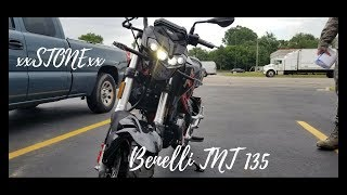 Police woman wants a photo of me // benelli tnt 135 VS Grom