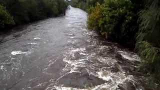 preview picture of video 'El Río Los Molinos Enojado...muy enojado...'