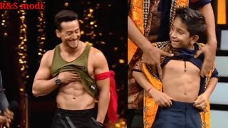 Tiger Shroff Flaunts His sexy  8packs Abs in Front Of GF Disha Patani, Here's How She Reacts wow